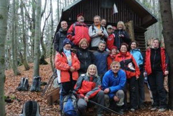 Účastníci výstupu pred Zmrzliakom.