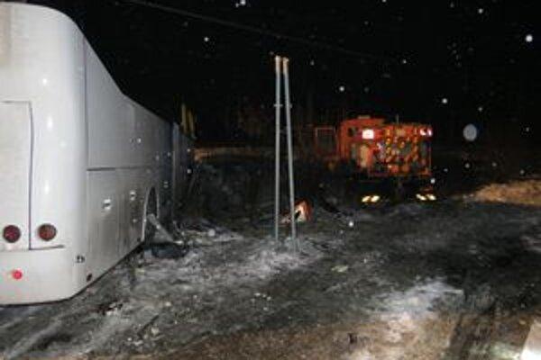Nehoda pri Plevníku-Drienovom si vyžiadala deväť zranení.