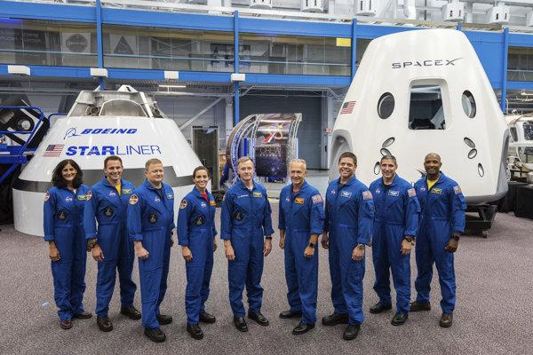 Nové, opakovane použiteľné kozmické lode SpaceX Dragon a Boeing Starliner sú vyvíjané za pomoci miliardových dotácií od NASA.