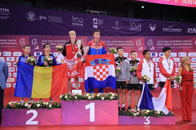 Slovenská dvojica Klajber – Delinčák na stupňoch víťazov.