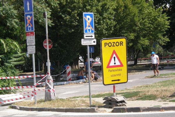 Parkovisko na Wilsonovom nábreží má byť uzavreté do konca augusta.