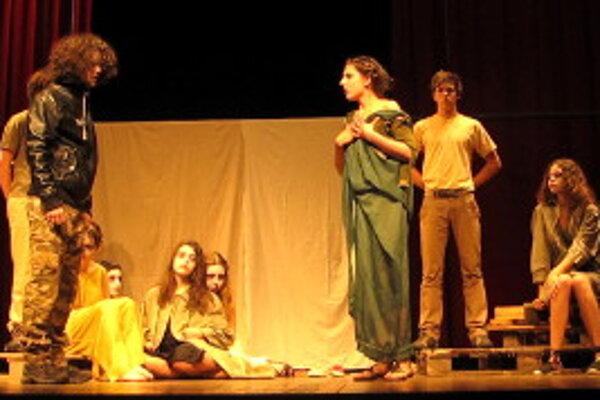 Predstavenie španielskych študentov.