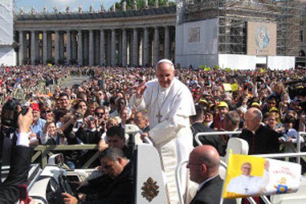 Svätý Otec František požehnáva žiakov Spojenej školy Tvrdošín.