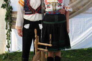 Eliška a Kristián (ženích a nevesta), Folklórna skupina Šulekovo z Hlohovca