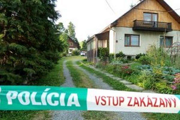 Zastreleného muža a ženu našli v dome vzadu.