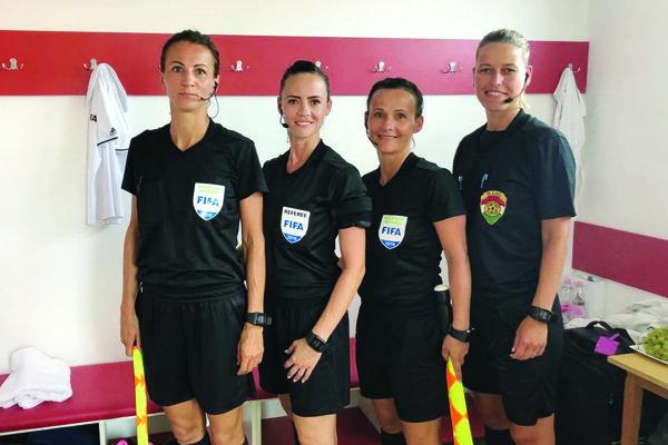 Mária Súkeníková (tretia zľava) sa spolu s kolegyňami predstavila na turnaji v Maďarsku