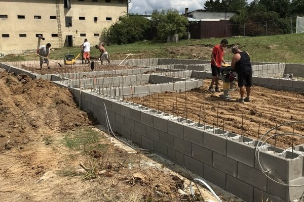 Výstavba novej bytovky.
