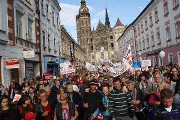 Tisícky ľudí na pochode žiadali nesiahať na život.