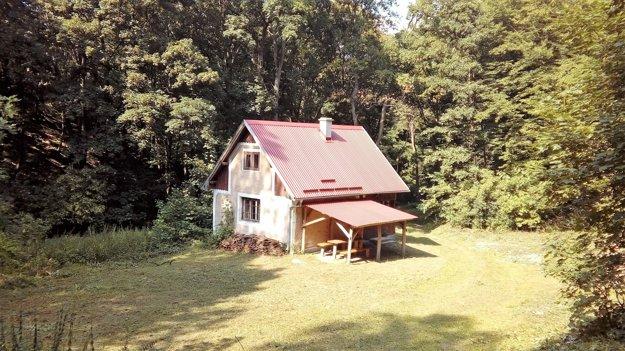 Chatu Petrášku postavili na mieste bývalej železničky.