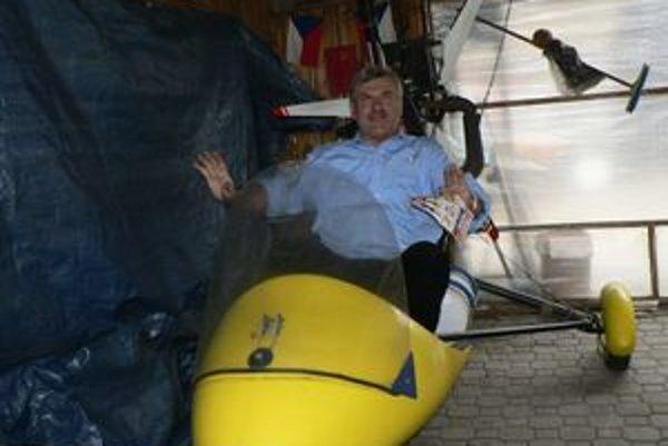 Jeden z najstarších pilotov. Pilotný preukaz si Jozef robil v 65 rokoch.