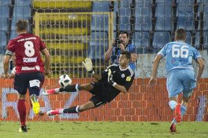 Dominik Greif chytil penaltu.