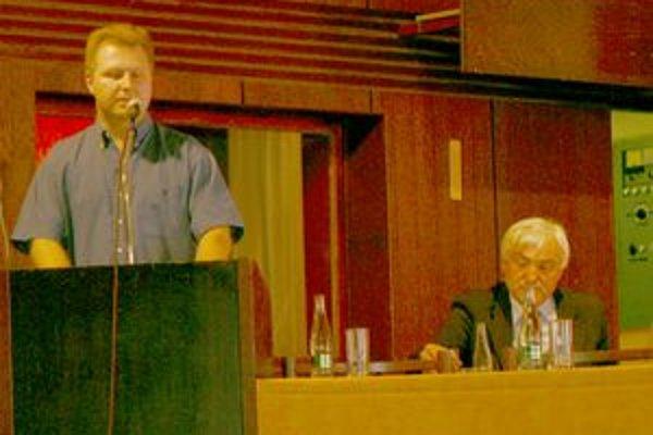 Nový náčelník mestskej polície Peter Uhrina sa verejnosti predstavil na včerajšom zasadnutí zastupiteľstva.