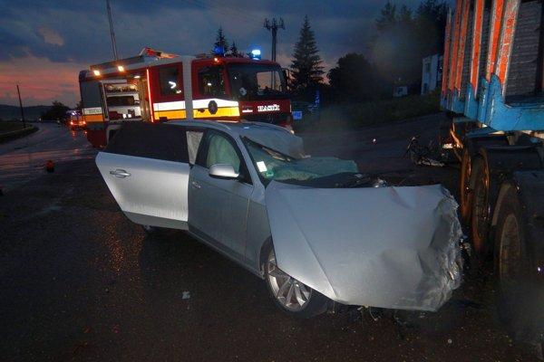 Auto odhodilo na odstavnú plochu pri ceste.
