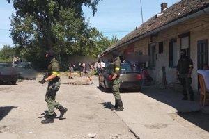 Policajti dnes zasahujú v Seredi.