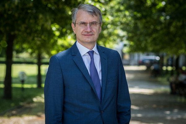 Robert Mistrík už má bilbordy po celom Slovensku, podpisy mu zatiaľ chýbajú.