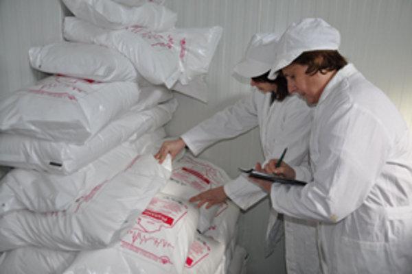 Veterinárni inšpektori kontrolujú pôvod soli v prevádzkach na celom Slovensku.