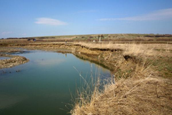 Kedysi tu boli polia, na ktorých ľudia sadili zemiaky. Dnes je na ich mieste Oravica.