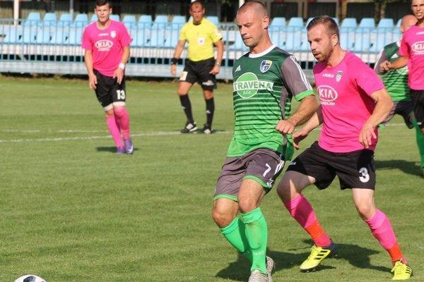 Pavol Cicman sa strelecky presadil aj cez víkend v Bardejovskej Novej Vsi. Šarišské Michaľany vyhrali presvedčivo 5:0 a vyšvihli sa na čelo tretej ligy.