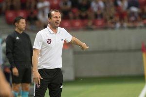 Tréner Trnavy Radoslav Látal počas zápasu.