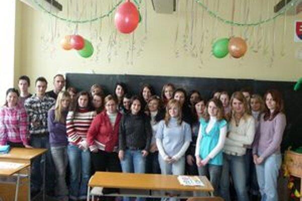 Študenti Strednej odbornej školy v Námestove podporili rozvojové ciele a nechali sa spolu vyfotiť.