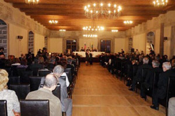 Slávnostné zastupiteľstvo sa konalo v zrekonštruovanom Sobášnom paláci v Bytči.