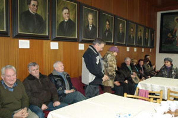 Dve dôležité hlasovania mestských poslancov si prišli na mimoriadne zasadnutie zastupiteľstva pozrieť aj občania Námestova.