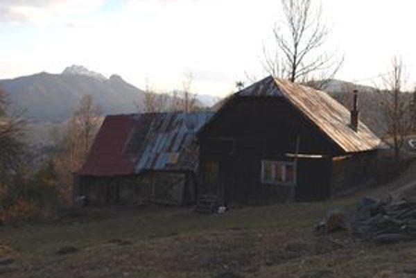 Dom, v ktorom surovo prepadli osamelého muža. Od včerajška zíva prázdnotou.