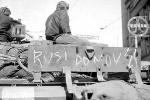 Brtatislava, 22.augusta 1968, deň po vstupe sovietskych tankov do mesta.  Na snímke nápisy a symboly vyjadrujúce pocity Bratislavčanov.