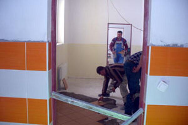 Dnes je už interiér vynovenej škôlky hotový, čaká len na nové zariadenie a v septembri na prvých škôlkarov.