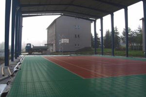 Basketbal, futbal či tenis - možnosti umelej kazetovej plochy sú rozmanité.