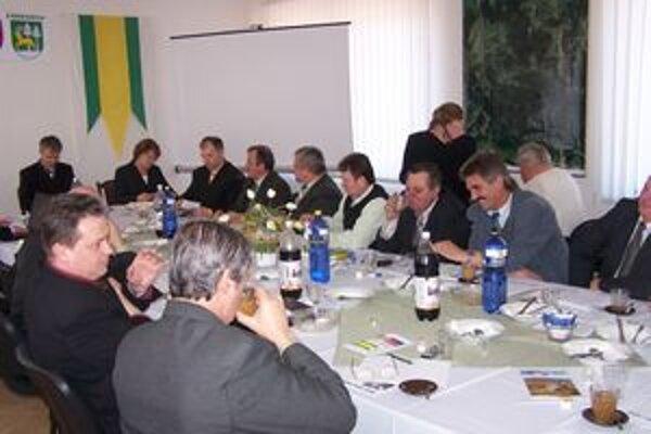 Na najbližšom zasadnutí Združenia miest a obcí hornej Oravy sa budú hornooravskí starostovia pravdepodobne zaoberať aj kritickou finančnou situáciou.