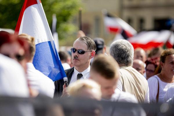 Pochod neonacistov v Berlíne.