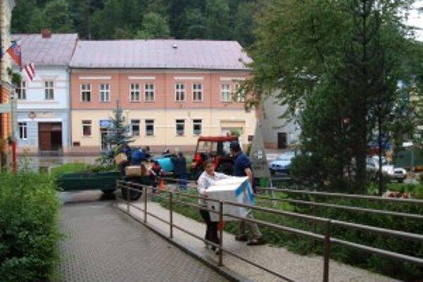 Turistickú informačnú kanceláriu sťahovali aktivační pracovníci.