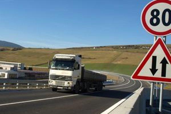 Kamióny do Trstenej od piatku nevchádzajú. Cesty v meste sú prázdnejšie, vozidlá smerujúce do Poľska jazdia po obchvate.