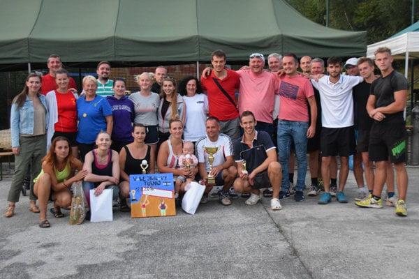 Spoločné foto po vyhodnotení turnaja na Žarci.