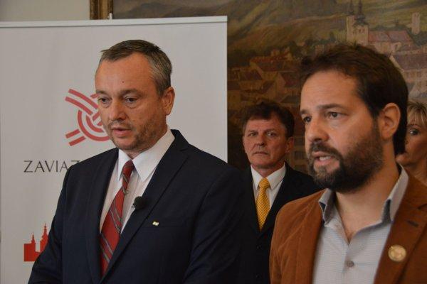 Radovan Sloboda (vľavo) a Vladimír Pirošík zhodne potvrdili, že poslednou kvapkou pre ich spojenie v komunálnych voľbách bola vražda novinára Jána Kuciaka.