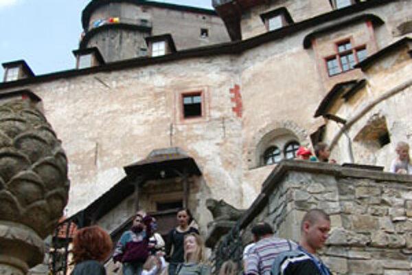 Pri príležitosti Svetového dňa turizmu ponúka Oravské múzeum lacnejší vstup na Oravský hrad.