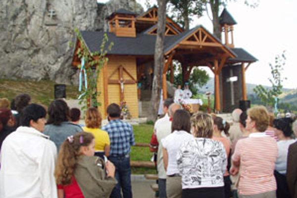 Množstvo pútnikov a veriacich sa stretlo na pútnickom mieste na Skalke v Medvedzí.