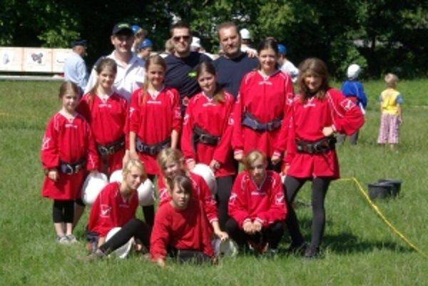 Dievčatá z Horného Moštenca si vybojovali účasť na krajskej súťaži, ktorá bude v sobotu na I. ZŠ v Považskej Bystrici.