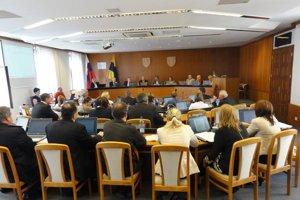 Zasadnutie mestského zastupiteľstva.