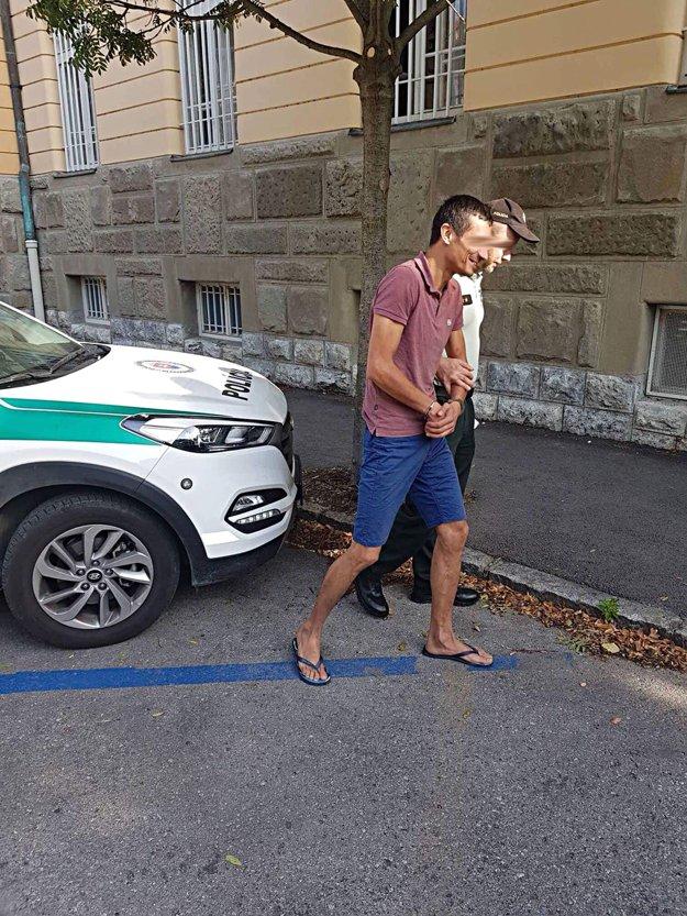 Policajti z Nového Mesta nad Váhom zadržali Bielorusa, na ktorého vydali medzinárodný zatýkací rozkaz.