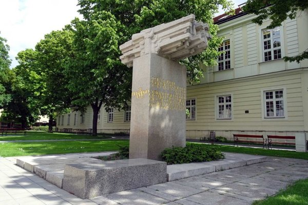 Oslavy v Trnave budú pri Pomníku SNP.