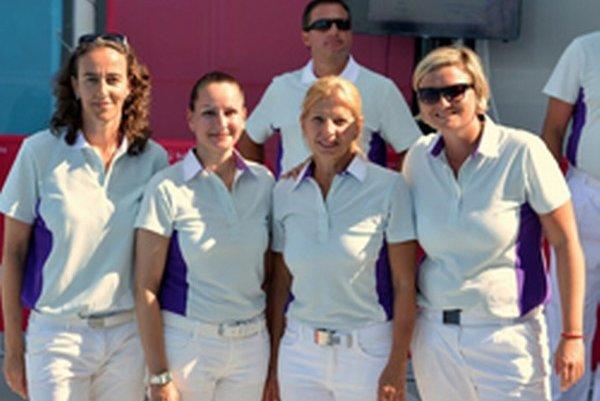 V Azerbajdžane rozhodovali vodné pólo štyri ženy – Nemka, Ruska, Maďarka aSlovenka Martina Kuníková (vpravo).