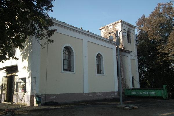 Prvotné opravy na kaplnke urobili dobrovoľníci.