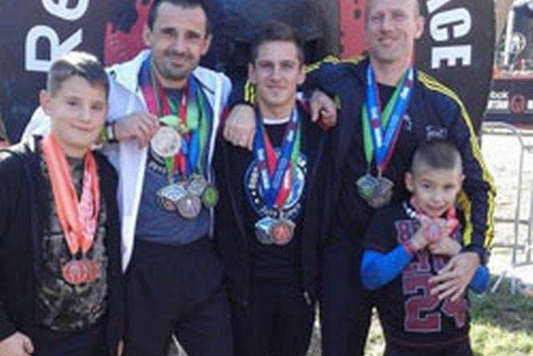Zľava: Radovan Juhas mladší, Radovan Juhas, Michal Šupa, Miroslav Stanček aDamián Bačka.