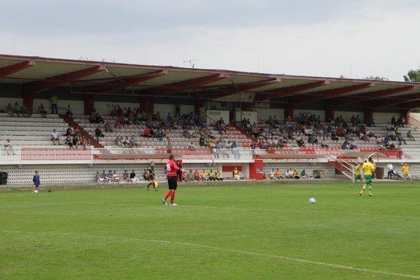 Minulý rok sa mala začať rekonštrukcia futbalového štadióna.