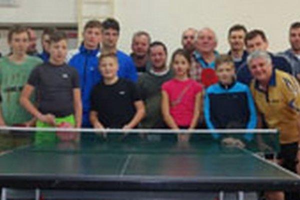 Zúčastnení stolní tenisti z Urminiec.