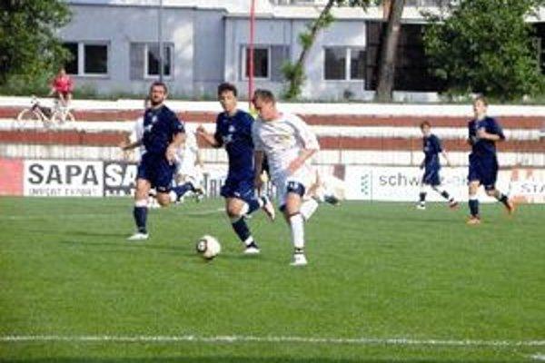 Futbalisti Topoľčian konečne doma vyhrali.