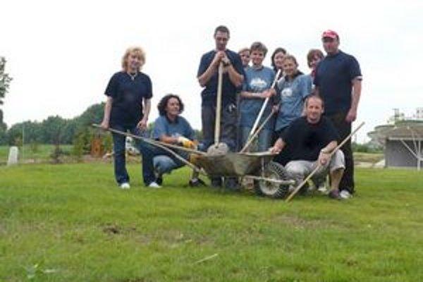 Dobrovoľníci pracovali v Margarétke celé doobedie.