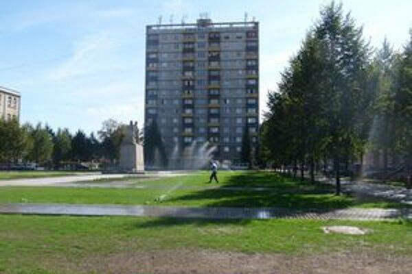 S výškovou budovou má mesto problémy už roky.